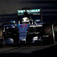 Lewis Hamilton prueba el compuesto medio en Australia