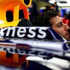Daniel Ricciardo se dispone a participar en la clasificación