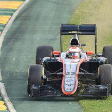 Salida de pista de Jenson Button durante la Q1 en Australia