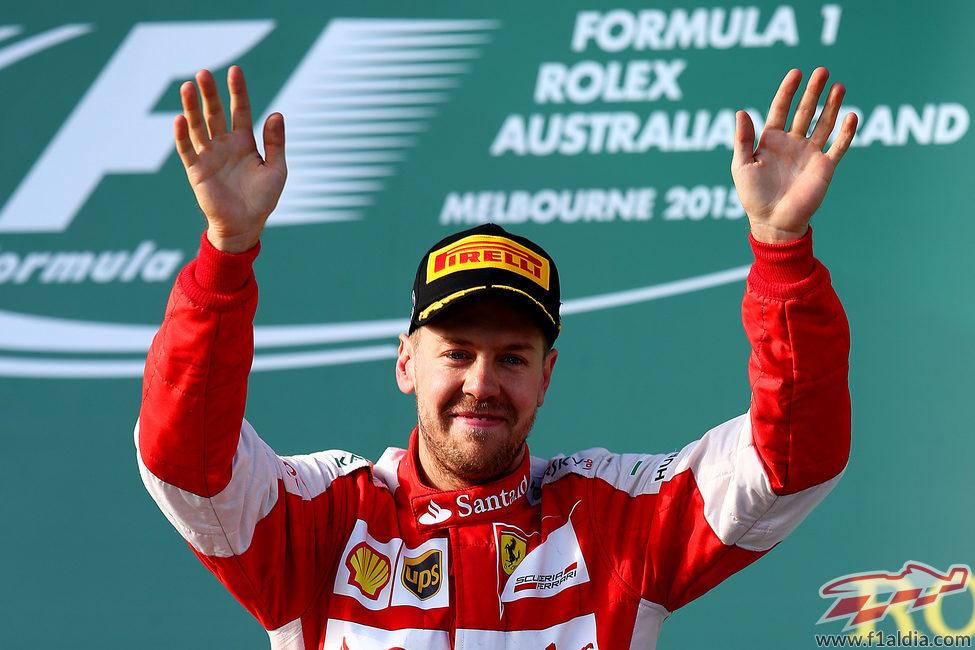 Sebastian Vettel regresa al podio en su primera carrera con Ferrari