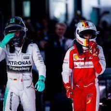 Nico Rosberg y Sebastian Vettel acaban la carrera en el podio