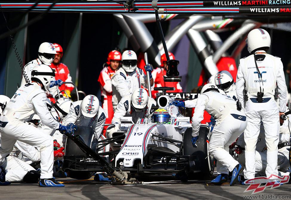 Cambio de gomas para Felipe Massa