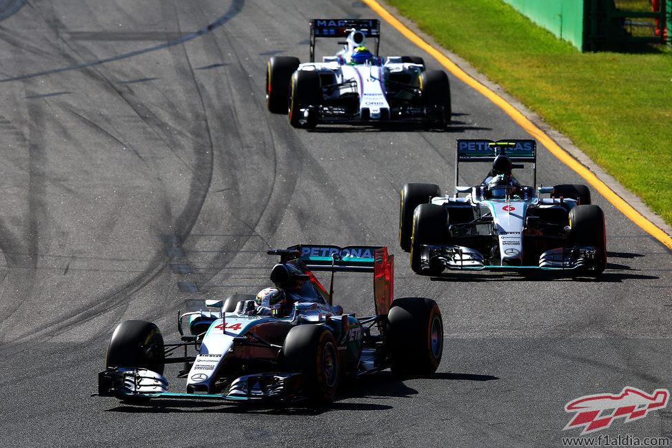 Los Mercedes comandan la carrera