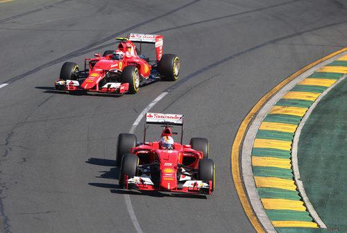 Los dos Ferrari se encuentran en pista