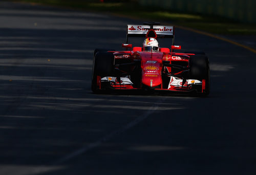 Sebastian Vettel rueda en tercera posición