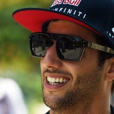 Daniel Ricciardo con su pose habitual