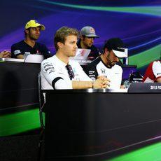 Seis pilotos en rueda de prensa