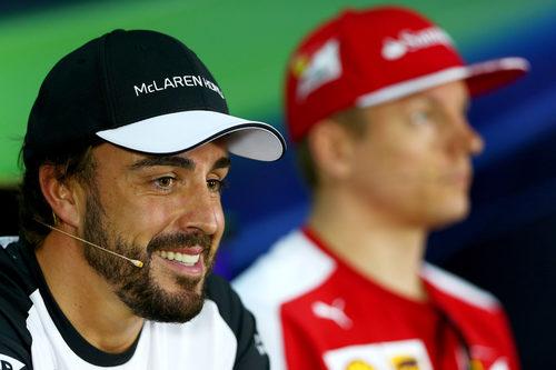 Fernando Alonso sonríe en Sepang