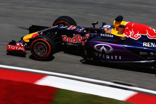Daniel Ricciardo espera recuperar tiempo este sábado