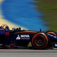 Max Verstappen rueda con el neumático duro