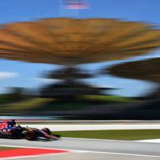 Carlos Sainz rueda muy rápido durante los libres 1