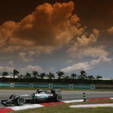 El cielo comienza a nublarse sobre Nico Rosberg
