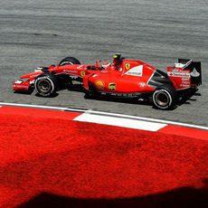 Kimi Räikkönen con el Ferrari durante los Libres 3 en Sepang