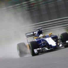 Marcus Ericsson rodando con neumáticos intermedios