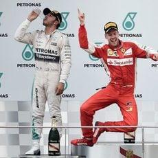 Sebastian Vettel salta de emoción