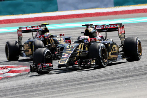 Romain Grosjean y Pastor Maldonado en busca de los puntos en Sepang