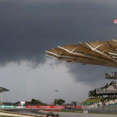 La lluvia amenazó la clasificación en todo momento