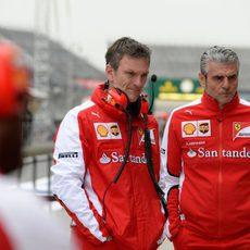 James Allison junto con Maurizio Arrivabene en el Circuito de Shanghai