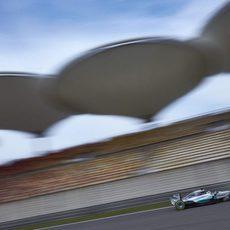 Lewis Hamilton monta el neumático blando en su W06