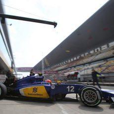 Felipe Nasr sale a pista con el Sauber C-34
