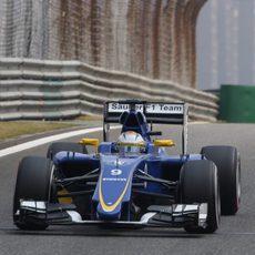 Marcus Ericsson rodando en los libres del GP de China 2015