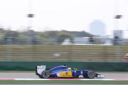Marcus Ericsson, lejos de su compañero de equipo en Shanghai