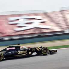 Romain Grosjean en la curva peraltada de Shanghai