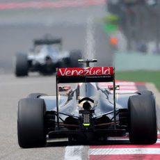 El E23 de Pastor Maldonado encarando la recta de meta
