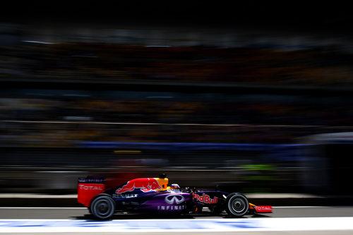 Daniel Ricciardo saliendo del box y rodando por el pitlane
