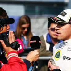 Pastor Maldonado atiende a la prensa tras la clasificación