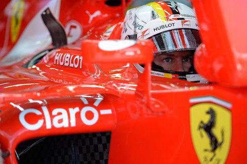 Sebastian Vettel concentrado momentos antes de salir a pista