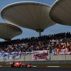 Sebastian Vettel animado por un gran número de banderas alemanas