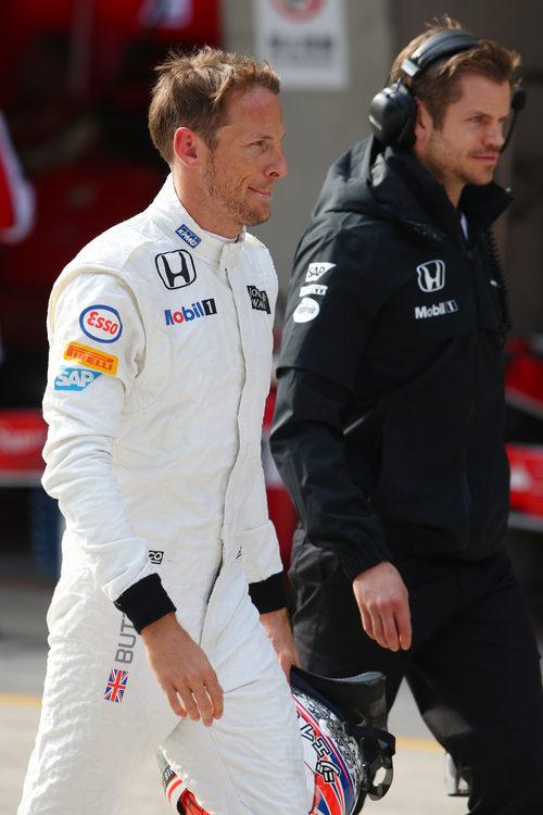 Jenson Button vuelve al box tras ser eliminado en Q1