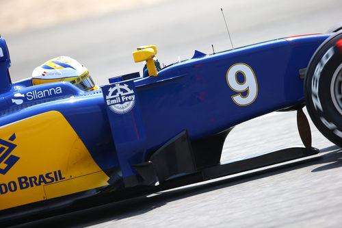 Marcus Ericsson lidia con su C34 en el GP de China 2015