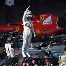 Lewis Hamilton vence con contundencia en China