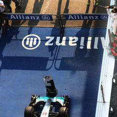 La ceremonia del champán en el podio vista desde arriba