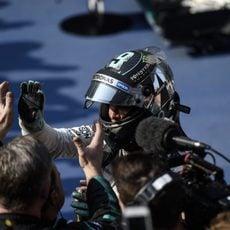 Nico Rosberg celebra con su equipo la segunda plaza