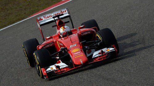 Sebatian Vettel intenta dar caza a los Mercedes en pista