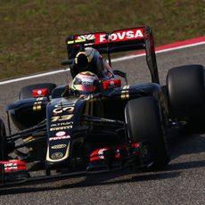 Pastor Maldonado sufriendo problemas en los frenos