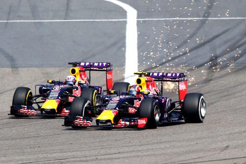 Saltan chispas entre Daniel Ricciardo y Daniil Kvyat