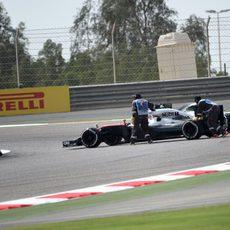 Jenson Button se queda parado en medio de la pista