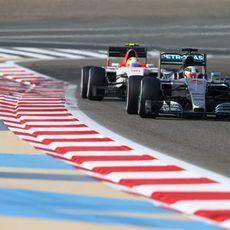 El Manor de Merhi por detrás de Hamilton