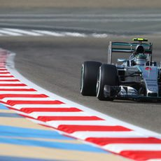 Nico Rosberg rueda con el DRS activados