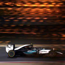 Nico Rosberg se desdibuja en la noche de Sakhir