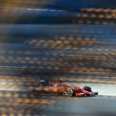 Kimi Räikkönen rueda con neumáticos medios