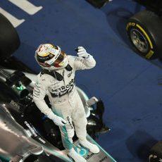 El hombre y la máquina: Hamilton sobre su W06, celebra la victoria
