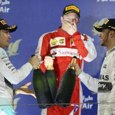 Nico Rosberg y Lewis Hamilton sellan la paz