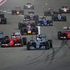 Salida del Gran Premio de Baréin 2015