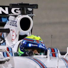 Primer plano de Felipe Massa en el FW37