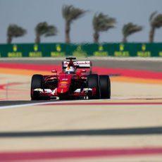 Sebastian Vettel rodó en segunda posición al inicio del GP de Baréin